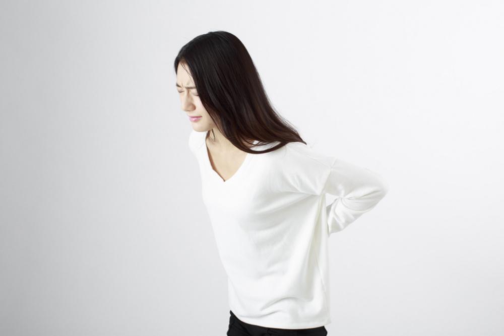 椎間板ヘルニアの女性。