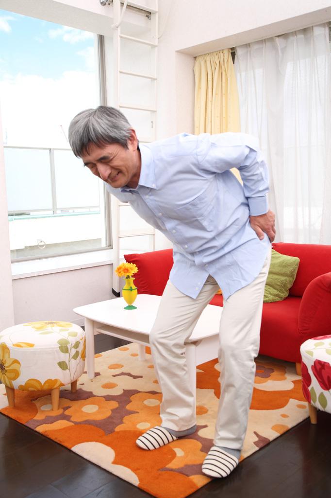 腰椎分離症・すべり症で苦しむ男性