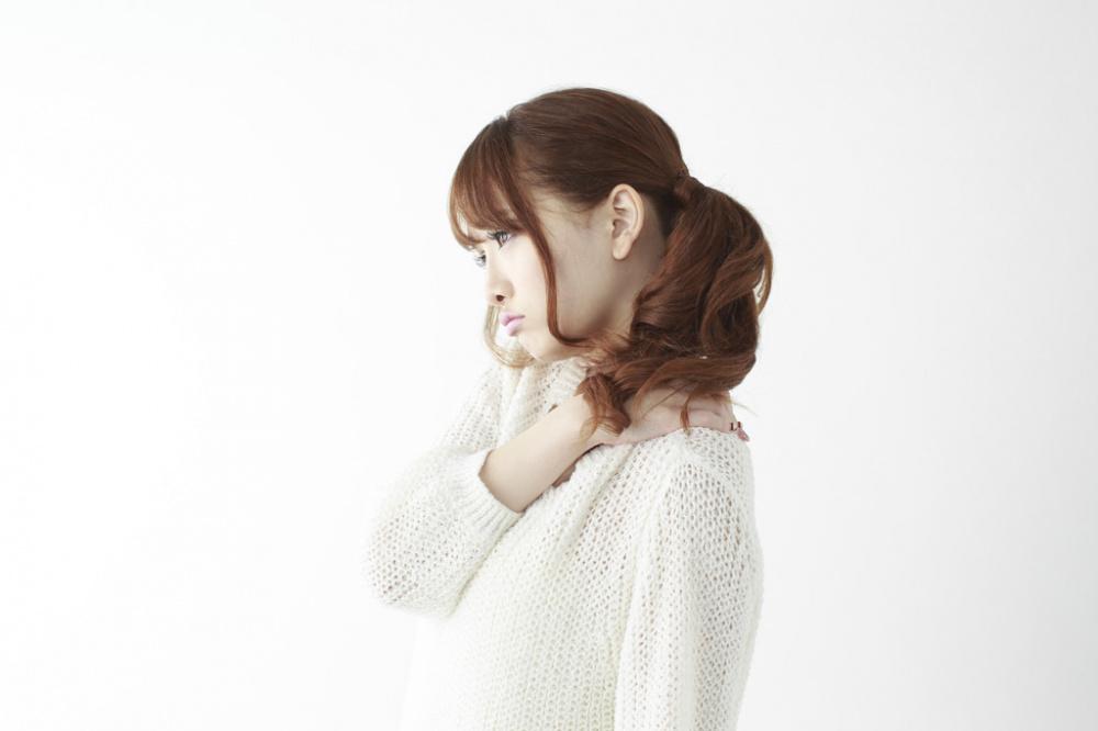 胸郭出口症候群に悩む女性